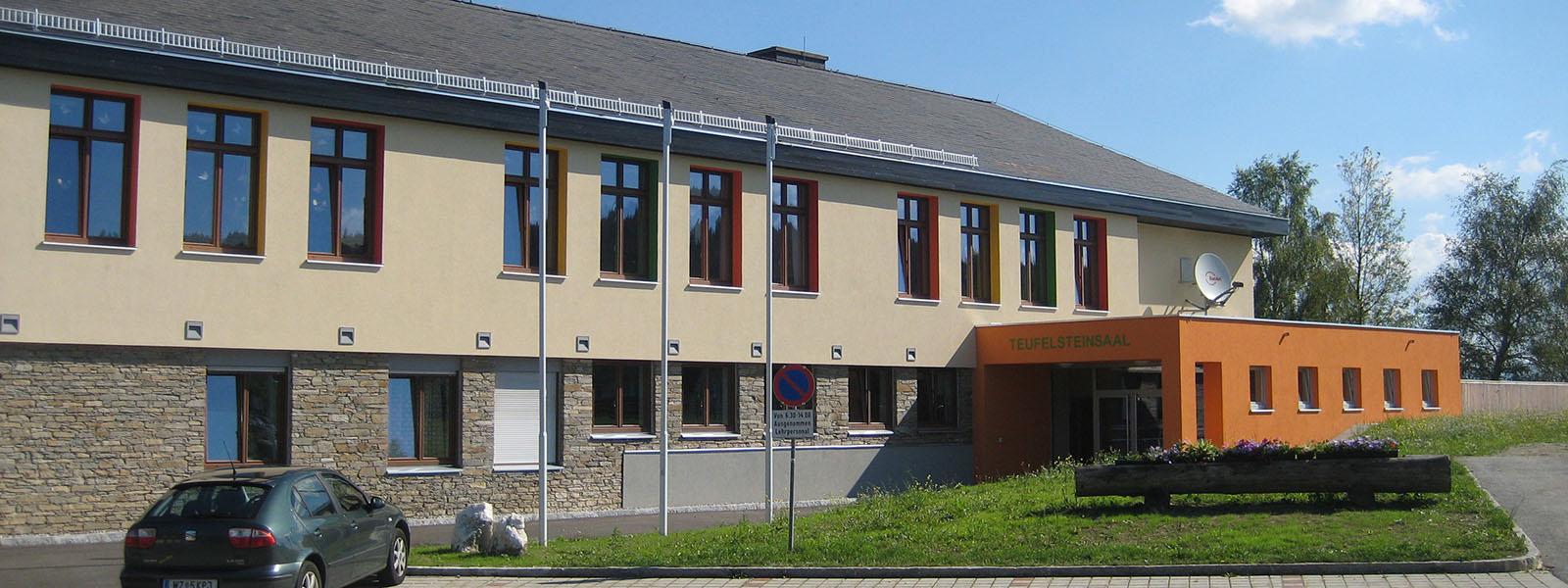 Volksschule und Teufelsteinsaal Fischbach