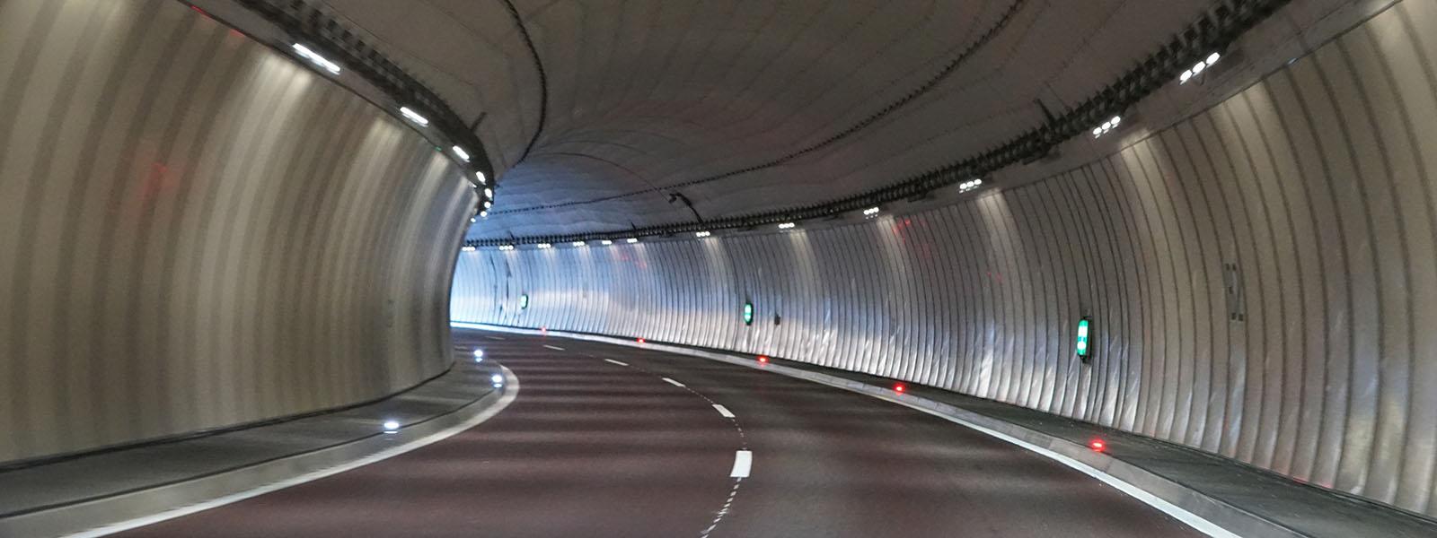 Autobahn Tunnel